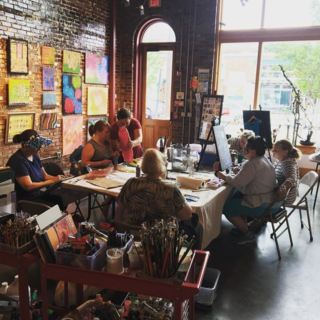 Full house today for our low vision class. #hartgallerytn #artforall #artwithpurpose #hartcha