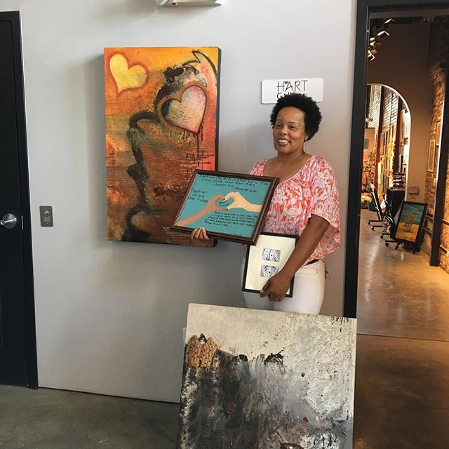 Another new homeowner from Habitat for Humanity picks art for her new home thru our Hart Housewarming Program!#hartgallerytn #harthousewarming #habitatforhumanity #artwithpurpose #artforall
