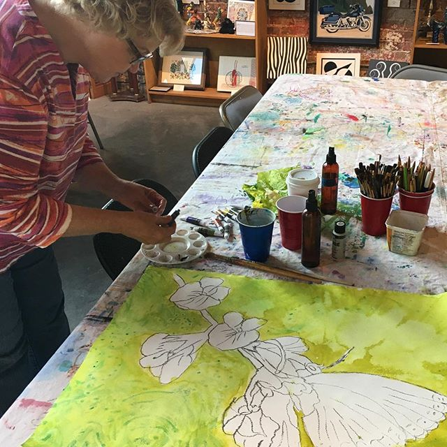 Vicki Henson creating in watercolor in the low vision class hosted each week at the gallery. Vicki was a longtime weaver and vision loss made her weaving difficult. Being able to explore new mediums and being able to create has helped her to cope with her changing visual abilities. When you support Hart Gallery you support our classes and creating joy and purpose for our artists!#iamhart #givingtuesday